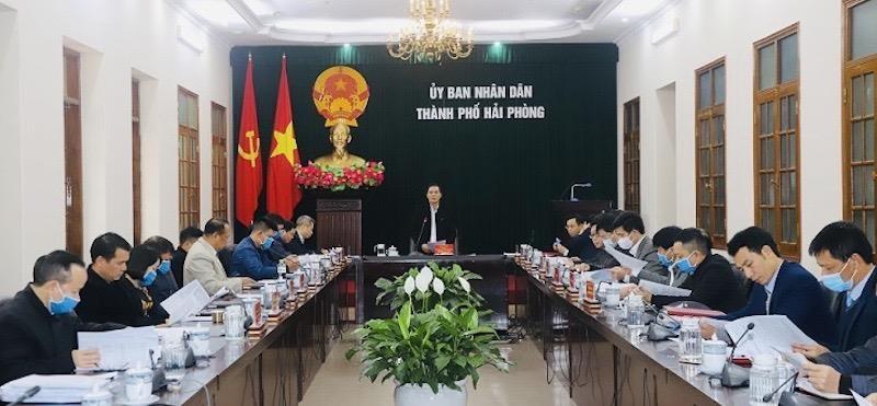 Chủ tịch UBND TP Nguyễn Văn Tùng phát biểu tại cuộc họp với 7 doanh nghiệp hoạt động kinh doanh du lịch tại Vườn quốc gia Cát Bà, ngày 17/12/2020