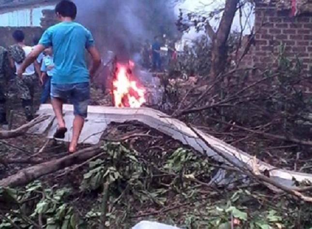 Cận cảnh hiện trường vụ tai nạn máy bay ở Hà Nội