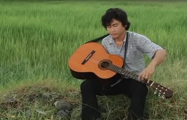 """Clip : """"Quái kiệt"""" Nguyễn Thế Vinh trình diễn guitar một tay"""