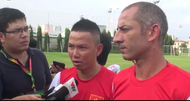 """HLV Guillaume Graechen: """"U19 Việt Nam tự tin có thể đánh bại U19 Nhật Bản"""""""