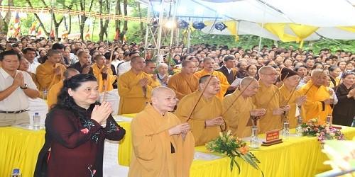 Đại lễ cầu siêu cho các liệt sỹ ở nghĩa trang nhà tù Sơn La