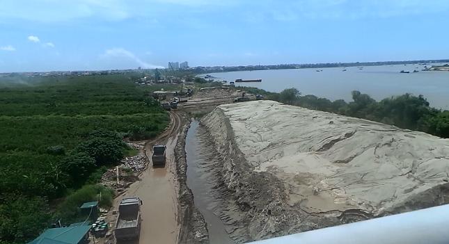 Xã Đông Dư (Hà Nội): Doanh nghiệp khai thác cát trái phép, băm nát bờ sông Hồng