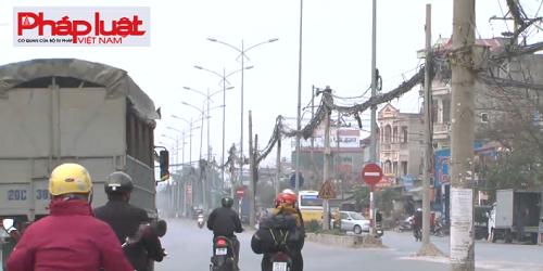 """Hà Nội: Biển báo giao thông """"bẫy"""" tài xế?"""