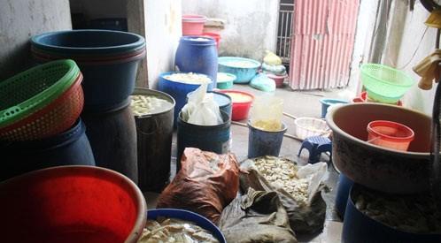 Nghệ An phát hiện 24 tấn măng tươi ngâm hóa chất