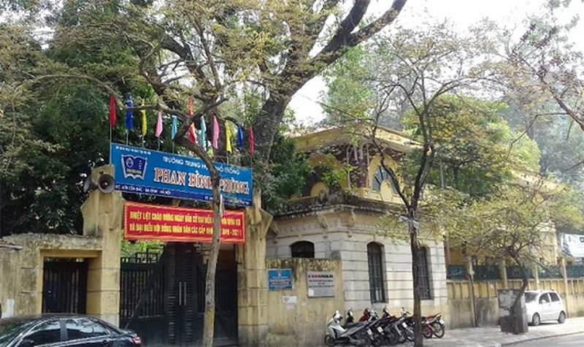 Lãnh đạo trường Phan Đình Phùng công khai xin lỗi học sinh bị bỏng, kỷ luật giáo viên