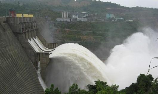 18h hôm nay, Thủy điện Hòa Bình mở cửa xả lũ