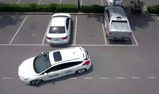 Kỹ năng lùi ô tô mà tài xế nào cũng nên biết