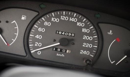 Cách nhận biết xe  tua ngược đồng hồ công tơ mét