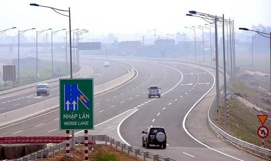 Những nguyên tắc sống còn khi lái xe trên cao tốc