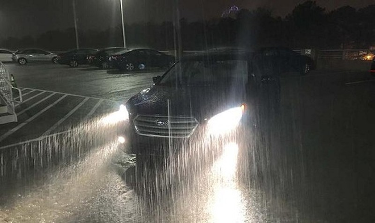 An toàn khi lái xe mùa mưa bão