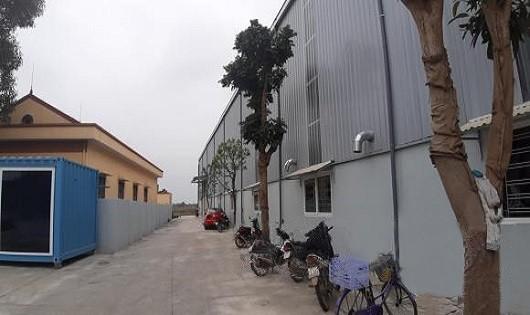 """Hà Nội: Nhà xưởng không phép """"mọc"""" trong khu dân cư"""
