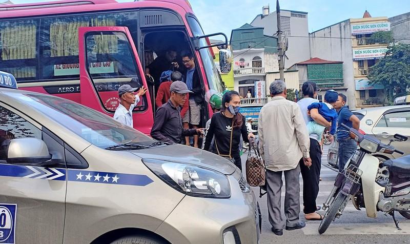 Nhà xe tự ý tăng giá vé, chèn ép hành khách dịp nghỉ Tết