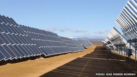 Những tấm thu năng lượng mặt trời tại Tây Ban Nha. Ảnh: Internet