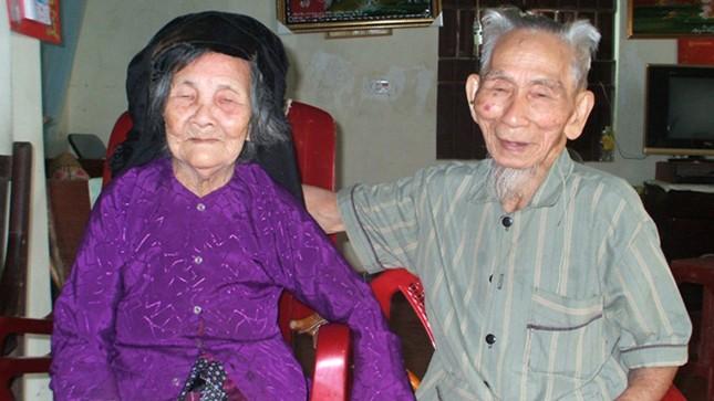 Vợ chồng cụ ông Cao Viễn và cụ bà Vũ Thị Hai đều đã trên 100 tuổi