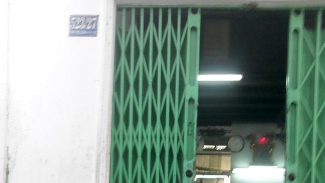 Cánh cửa xưởng sản xuất phấn chỉ dám mở hé từ ngày công nhân bị xịt axit hàng loạt