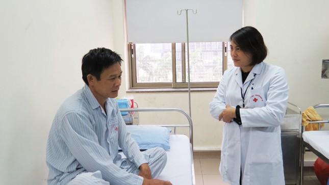 Bác sĩ Nguyễn Thị Mai đang tư vấn cho một trường hợp bị nhiễm bệnh ở Bắc Giang