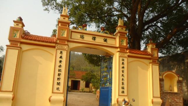Đền Hang Xanh ở Bắc Giang thờ một vị tướng hi sinh trong chiến trận