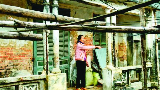 l Ngôi nhà của gia đình chính sách bị hoang tàn, xuống cấp do ông Nông đe dọa, cản trở chủ sở hữu sinh sống, cải tạo.
