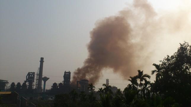 """Người dân dựng lều """"cấm vận"""" nhà máy luyện gang ô nhiễm"""