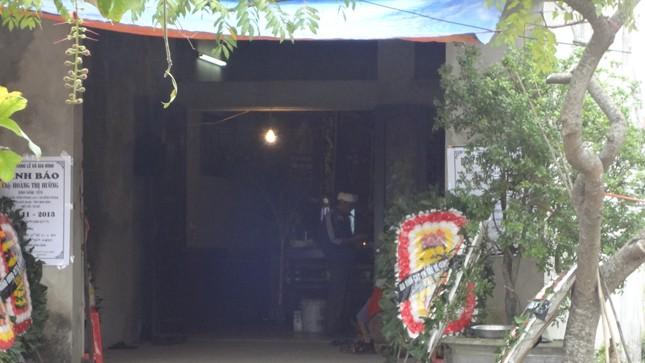 Sau đám tang người vợ, ngôi nhà chỉ còn hai đứa con bơ vơ