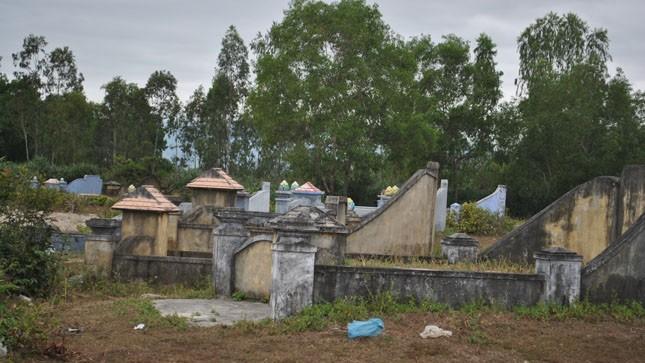 Đêm lạnh của mẹ già bị đàn con bỏ đói trong nghĩa trang