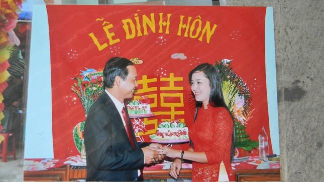Lễ đính hôn của anh Quang và chị Trang đã đươc tổ chức, ai ngờ người đàn bà mang sính lễ trả lại