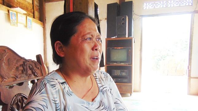 """Bà mẹ mất con mòn mỏi đi """"đòi nợ điều tra"""""""