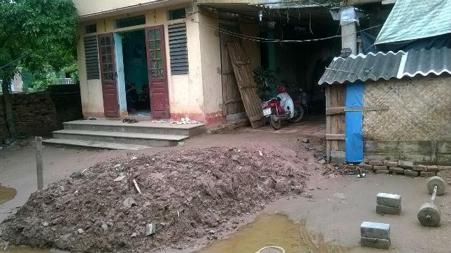 Nhà ông Nhường đào hầm từ giữa sân nhà mình xuyên sang nhà hàng xóm tìm… kho báu