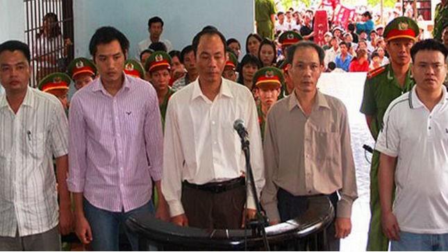 10 năm tù cho nguyên Trưởng công an ăn chặn trầm của dân