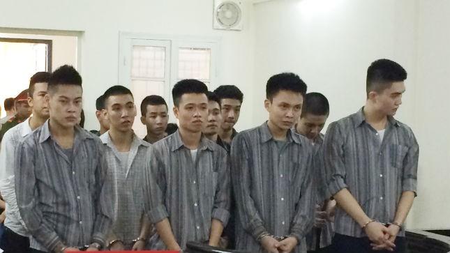 Bênh bố vợ đại ca, cả nhóm vào tù