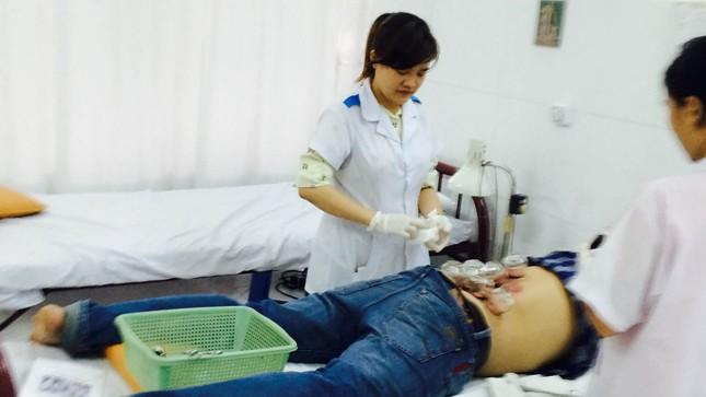 Hút máu bệnh nhân để chữa bệnh?