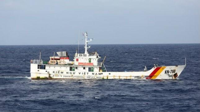 Tàu kiểm ngư Việt Nam thực thi pháp luật trên vùng biển thuộc chủ quyền lãnh thổ của Việt Nam
