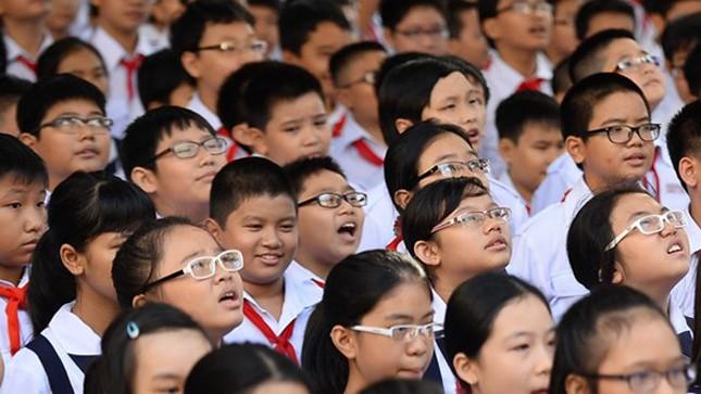 """Sự thật về """"kẻ"""" tiếp tay làm gia tăng tật khúc xạ ở học sinh thành phố"""