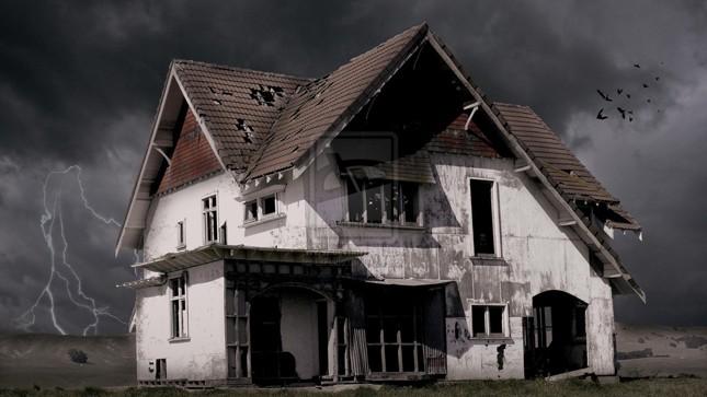 """Sự thật về """"bóng ma"""" xõa tóc trong ngôi biệt thự hoang"""