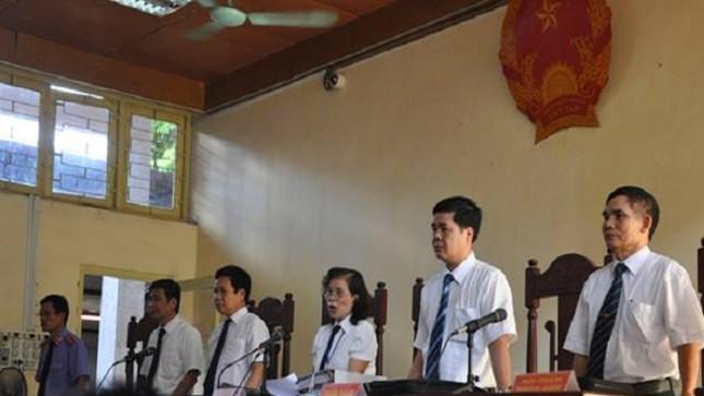 Hội đồng xét xử sơ thẩm bị cáo Lý Nguyễn Chung