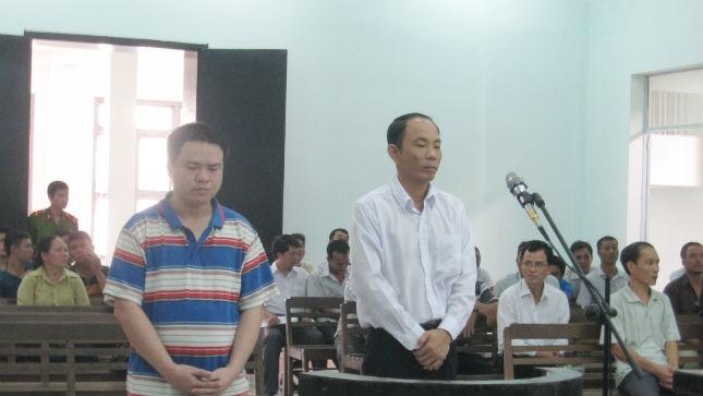 lBị cáo Luân Văn Nam và Nguyễn Thành Trung (bên phải) tại phiên tòa phúc thẩm.