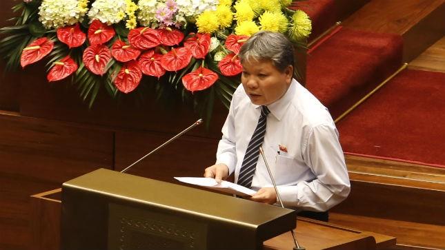 Bộ trưởng Bộ Tư Pháp Hà Hùng Cường báo cáo trước QH trong phiên họp sáng nay