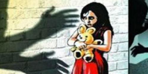 Đi nhậu theo bố, bé gái 6 tuổi bị gã thanh niên dâm ô