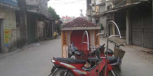 Mộ tổ họ Nguyễn nằm giữa đường Đồng Kỵ 2
