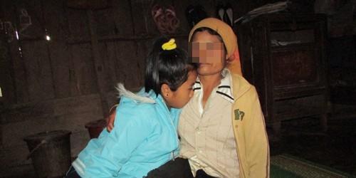 H'Linh và người mẹ nuôi kể về cuộc sống cùng khổ