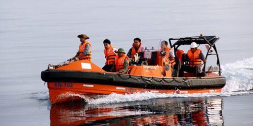 Lực lượng tìm kiếm vẫn túc trực ngoài vùng biển Su-22 gặp nạn. Ảnh: Hoàng Trường