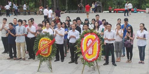 Tri ân miền đất lửa - Báo PLVN dâng hương tưởng niệm các anh linh liệt sỹ