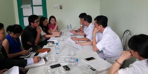 Đại diện lãnh đạo BV cung cấp thông tin cho báo chí.