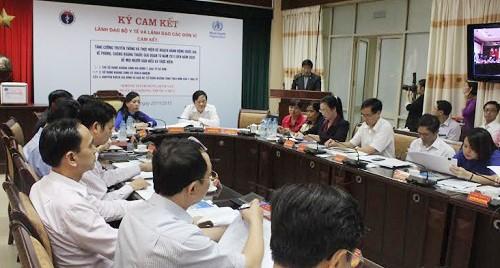 Lãnh đạo Bộ Y tế ký cam kết triển khai kế hoạch phòng chống kháng thuốc quốc gia. Ảnh: LH.