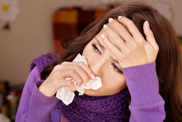 Chứng đau họng khiến bạn khó chịu nhưng chưa đến mức phải đi bác sĩ - Ảnh: Getty