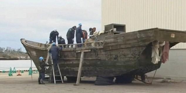 Hàng loạt tàu chở đầy thi thể dạt vào biển Nhật Bản