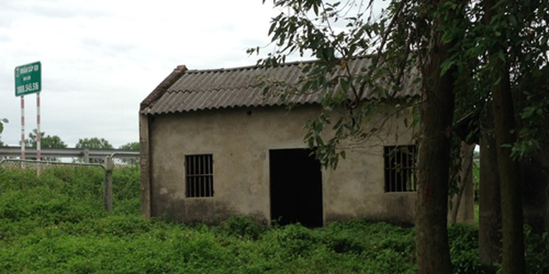 Ngôi nhà hoang nơi ông Mộc tự sát cũng chính là nơi con trai ông từng bị điện giật qua đời.
