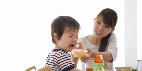 Nguy cơ tiềm ẩn của trẻ biếng ăn