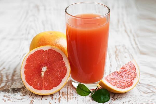 Nghiên cứu đã chỉ ra rằng, ăn nửa quả bưởi trước bữa sáng giúp bạn no lâu hơn, ít cảm thấy đói trong cả ngày.
