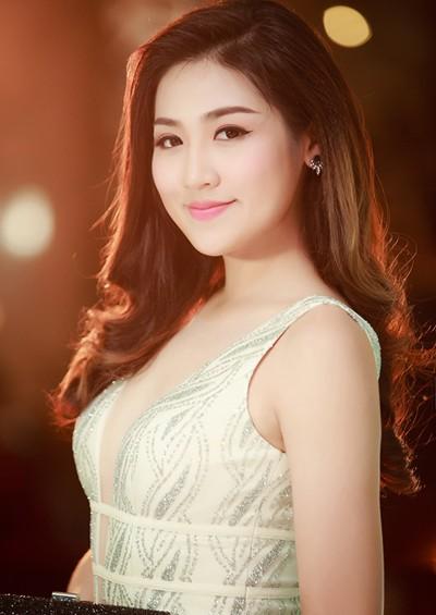 ly-nha-ky-pham-huong-trang-diem-dep-voi-phong-cach-doi-lap-4